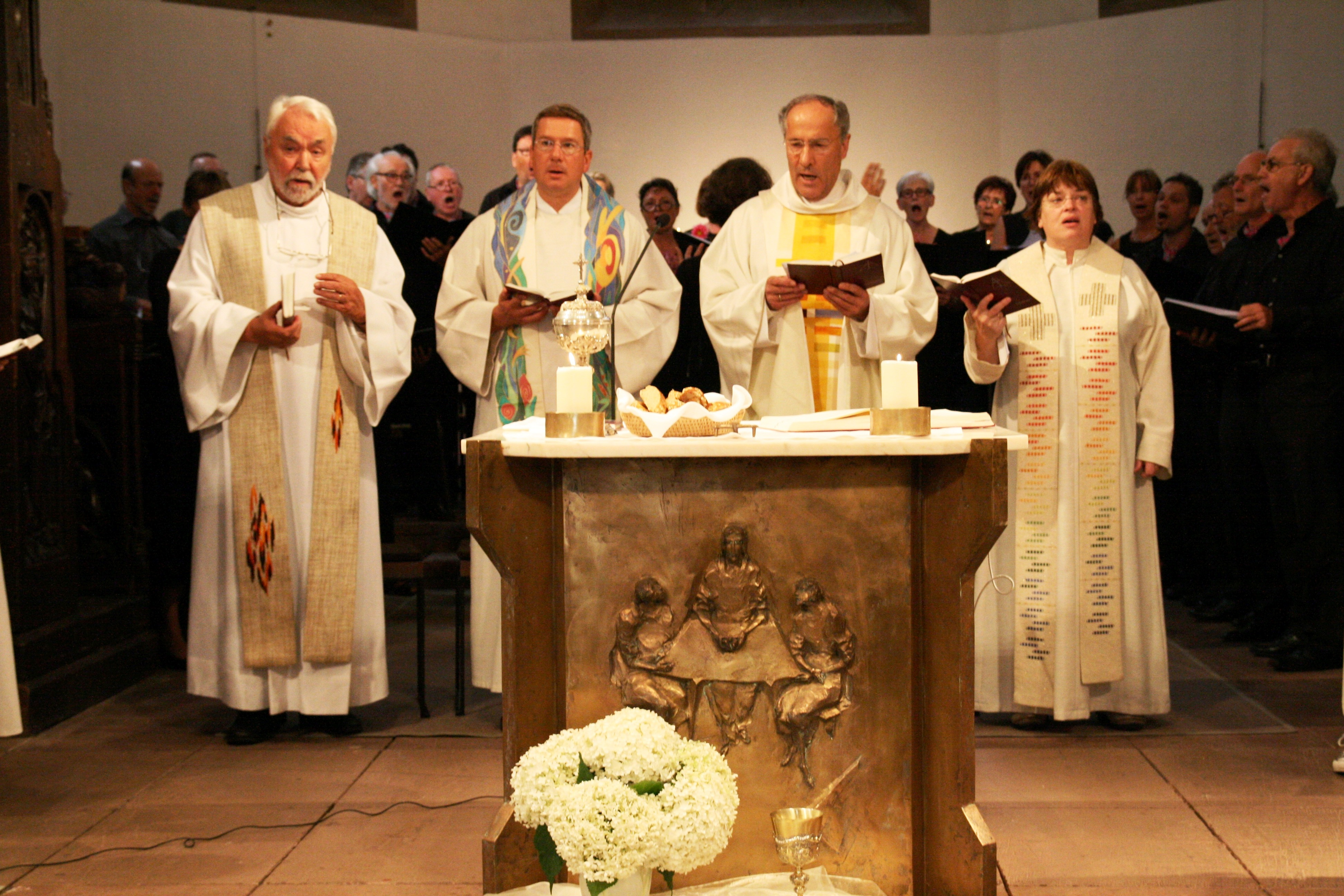 Vier Pfarrer bei Jubiläumsgottesdienst