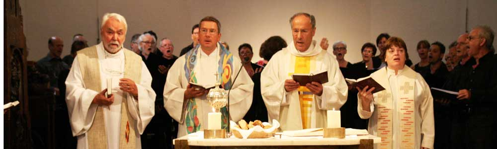 Vier Pfarrer beim Jubiläumsgottesdienst